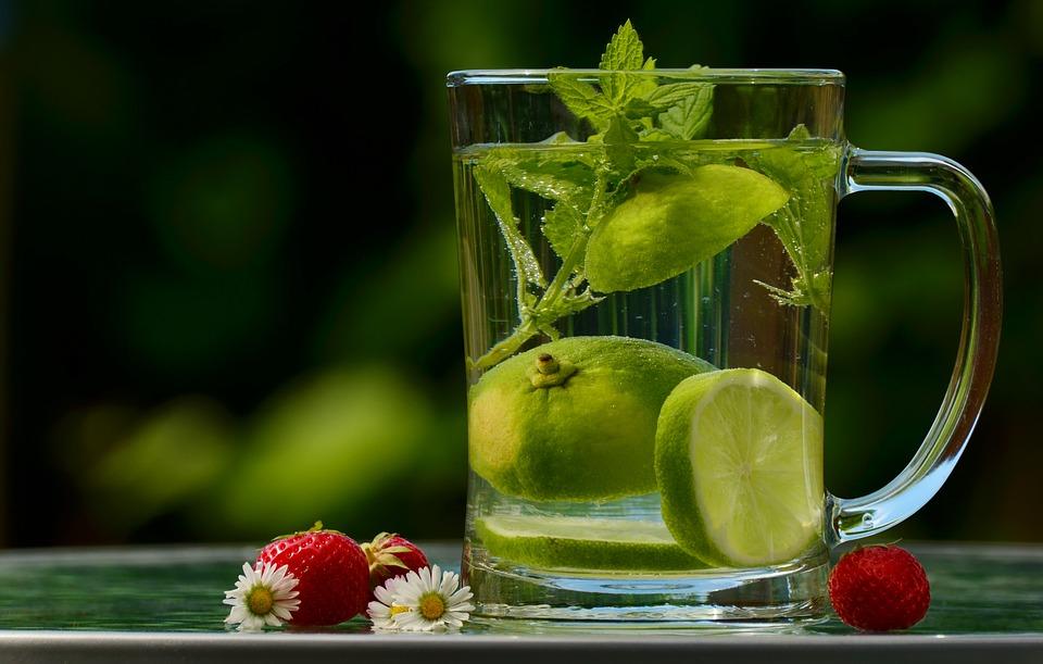 5 razloga zašto piti toplu vodu sa limunom